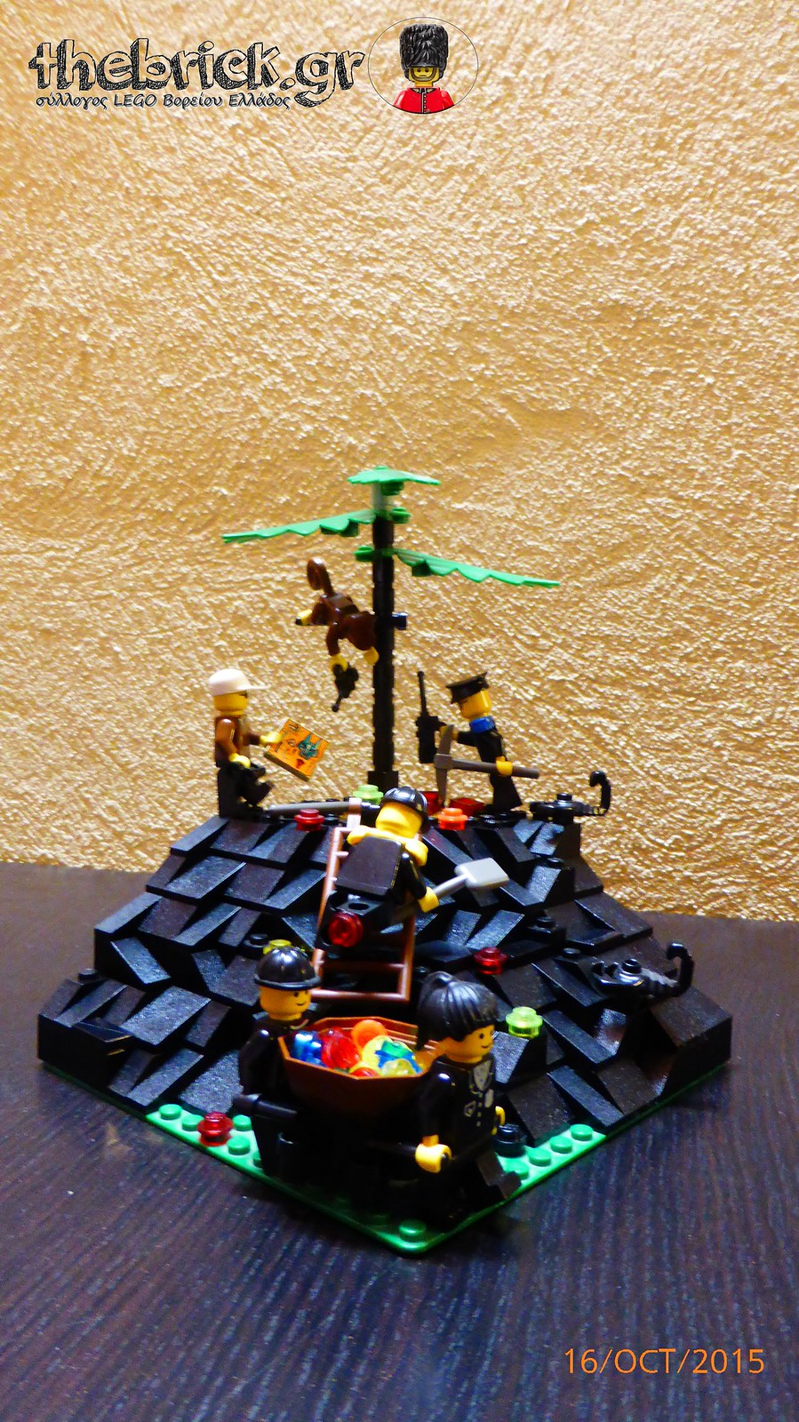 "[BuildtheBrick #1]: ""Treasure in the Dark Hill"" 22041528289_3b401a3dad_h"