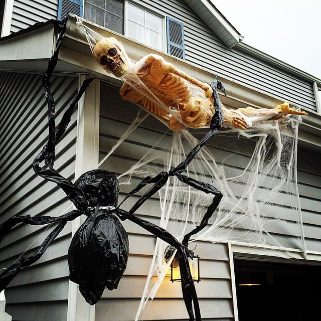 Creative outdoor Halloween decorations, thanks to @djmagicelf