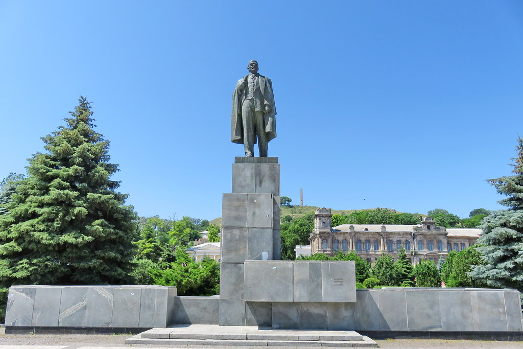 Kerch, Central square, Monument to Lenin, 2016.06.24 (01)