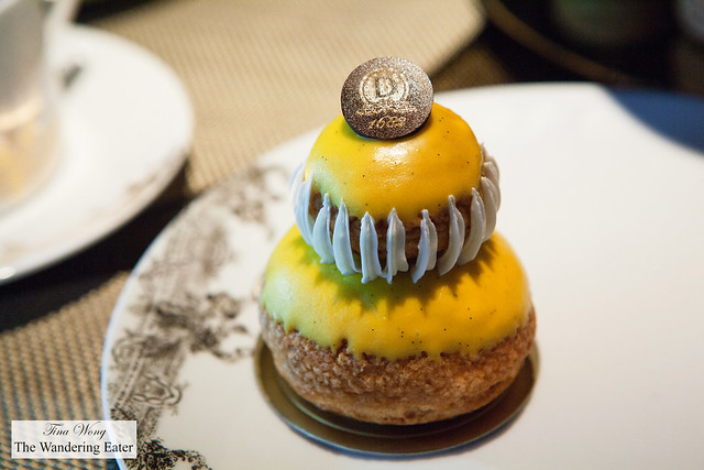 Religieuse (passion fruit flavor)