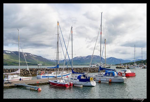 Paseo por Akureyri - Barcos en el puerto de Akureyri