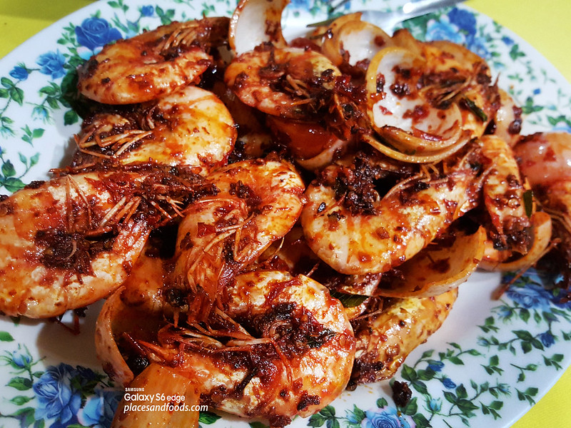 restoran makanan laut boon tat klang chili prawns