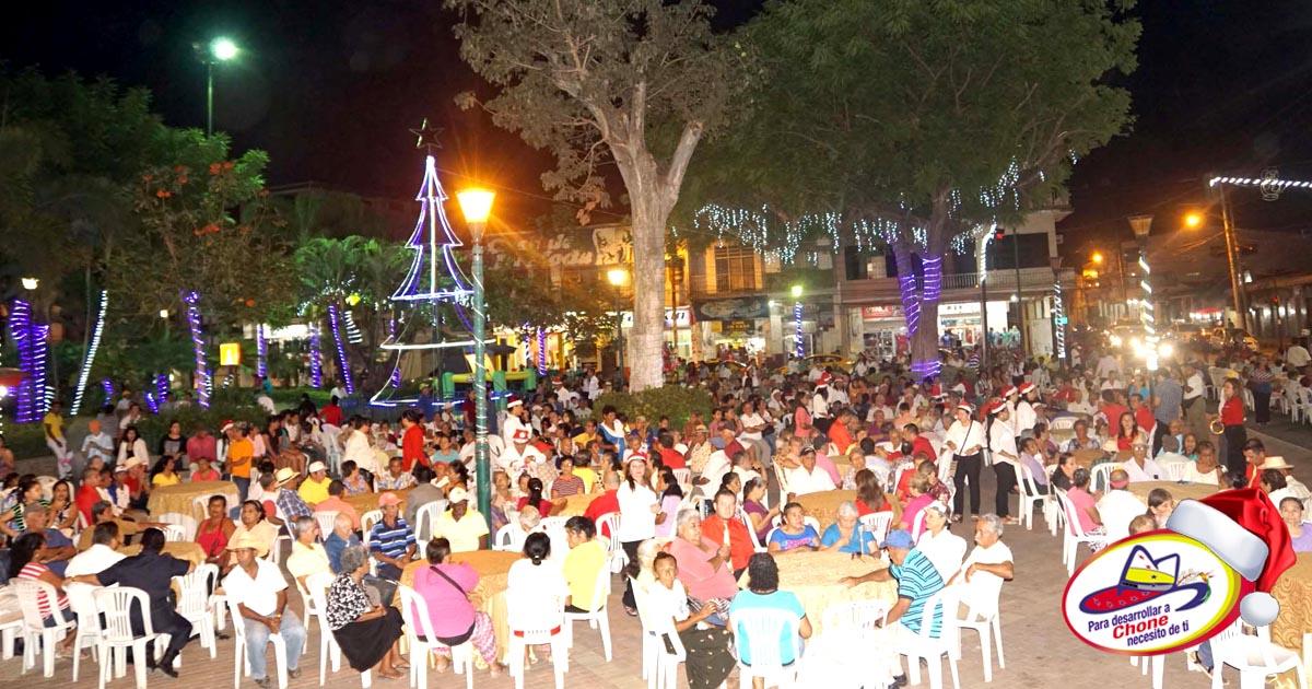 500 adultos mayores celebraron cena navideña