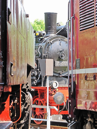 75 501 im Eisenbahnmuseum Schwarzenberg vor dem Rundhaus auf der Drehscheibe