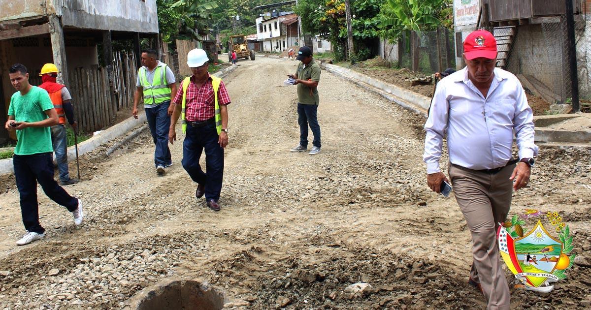 Alcalde recorrió obras en Chone