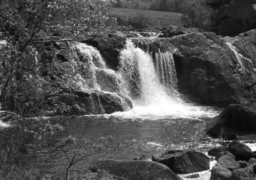 bw waterfalls grayscale fujifinepixs5100 carryfalls