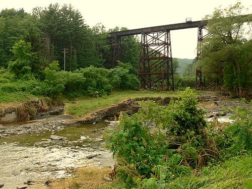 railroad trestle ny newyork geotagged beforeandafter nineveh flood2006 geo:lat=42191009 geo:lon=75616837