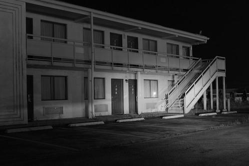 bw illinois motel nighttime mountvernon mtvernon cozyinn