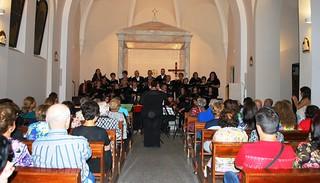 Rutigliano- Il coro della maestra Apollonio rende omaggio alle Nozze d'Oro della Parrocchia- (1)