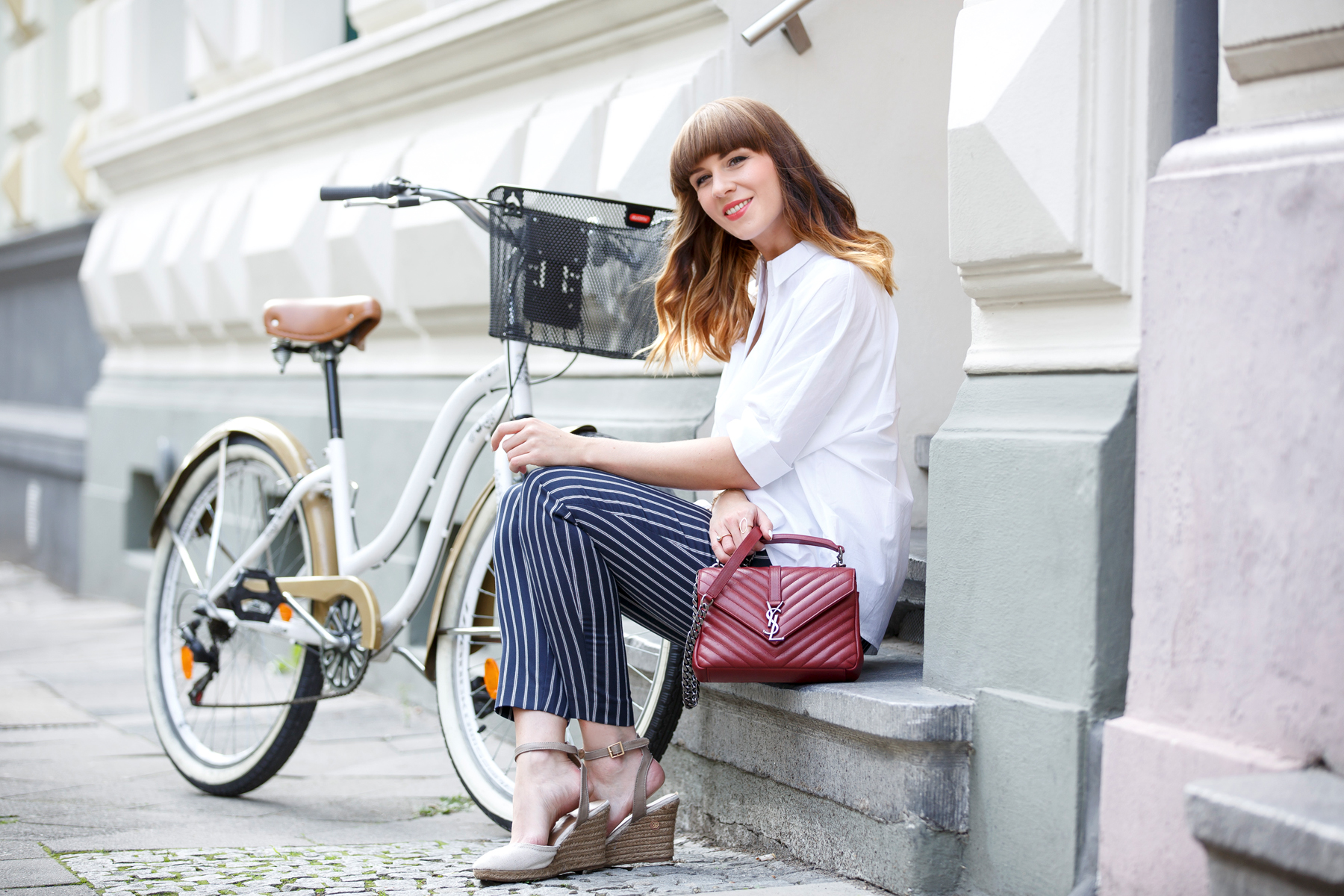 bike bicycle reserved georgia may jagger maritime ysl monogram bag red blue white outfit ootd look lookbook brunette bangs french parisienne parisian paris düsseldorf cute girly styling fashionblogger ricarda schernus cats & dogs blog 3