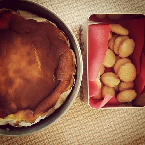 Het dessert is alvast klaar: ingezakte kaastaart à la #jeroenmeus, gemberkoekjes à la @fiekefatjerietjes. #kookboekenmaand #dessert #goodhousewife🏆 #homemade #dagelijksekost