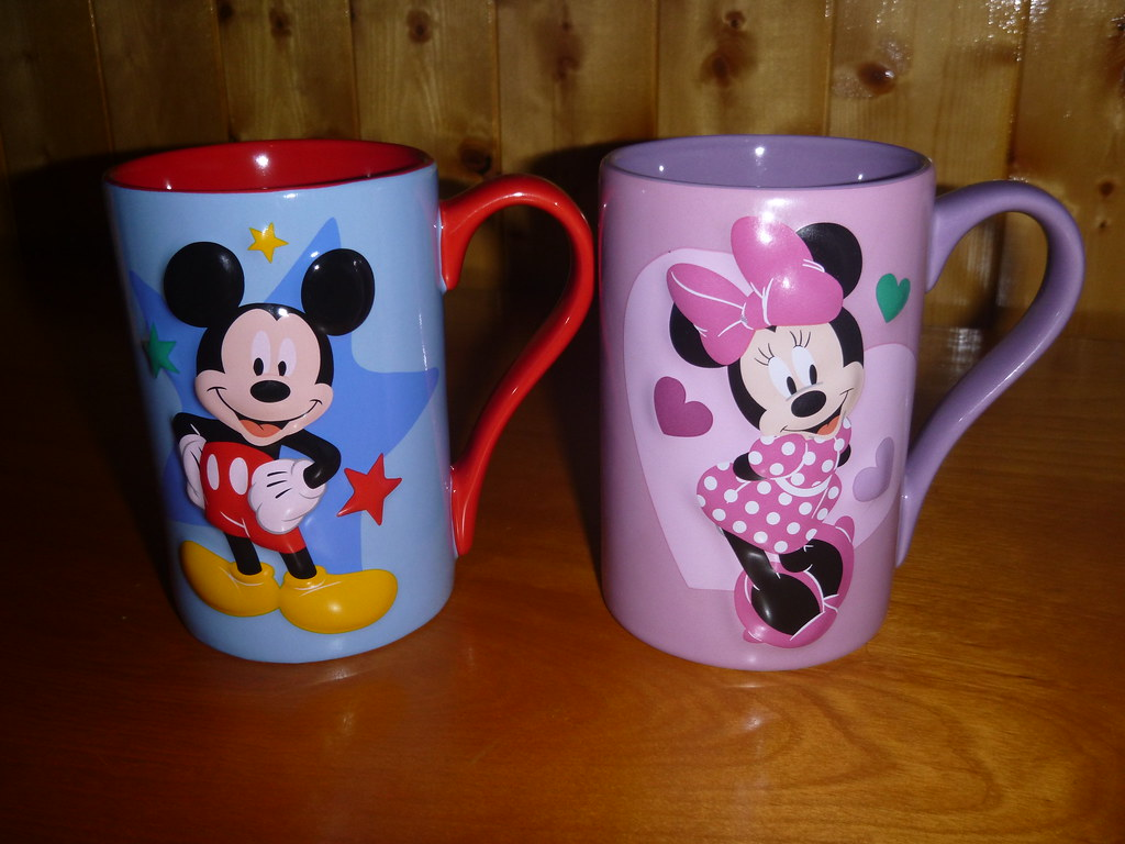 mickey and minnie mugs front