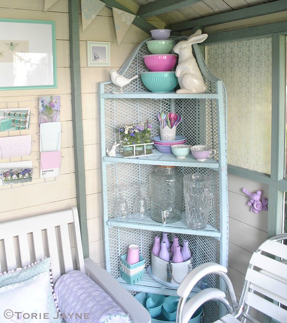 Corner shelves in Summer House