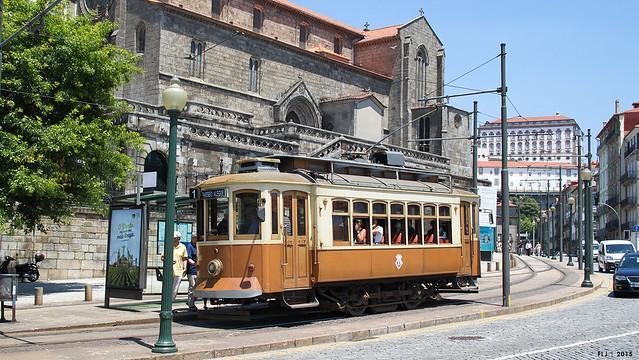 STCP - 220, tram 1, Rua do Infante Dom Henrique (Oporto)