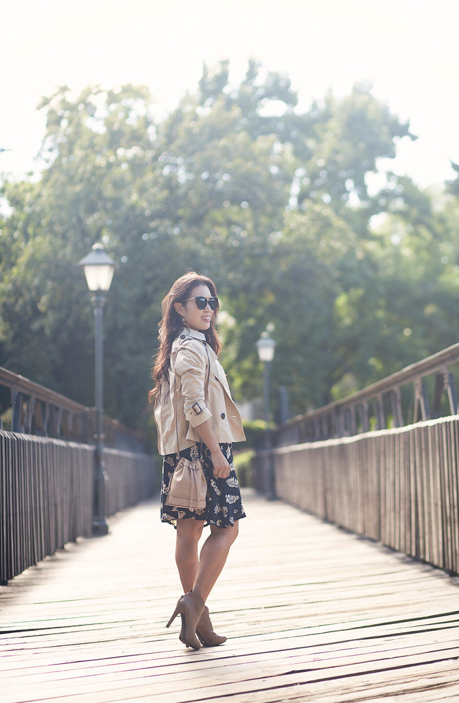 cute & little blog | petite fashion | leaves print dress, crop trench jacket, taupe ankle booties, bucket bag | fall outfit