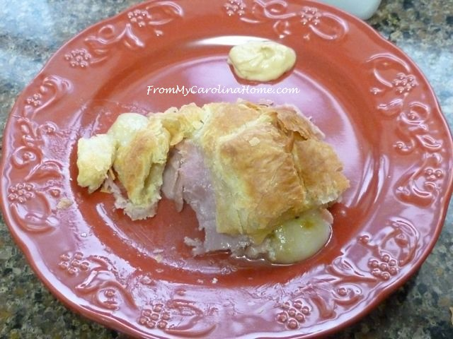 Brie Prosciutto Appetizer in Puff Pastry