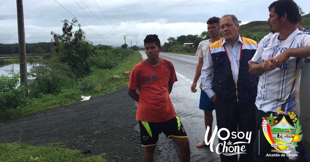 Alcalde visitó en Los Horconcitos de la parroquia San Antonio de Chone 25 familias afectadas por el fuerte temporal