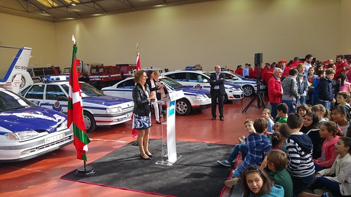 Exposición de vehículos históricos de la Ertzaintza en Arkaute