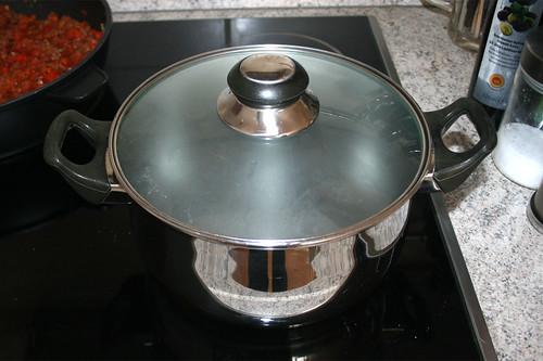 34 - Wasser für Nudeln aufsetzen / Bring water for noodles to a boil