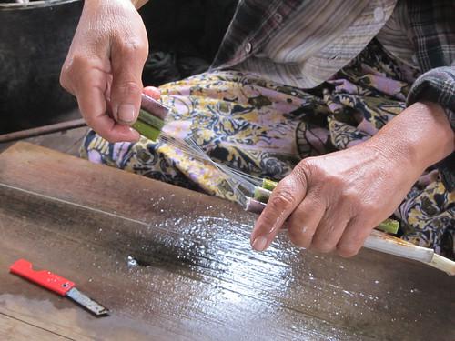 Lac Inlé: comment faire des fils de lotus