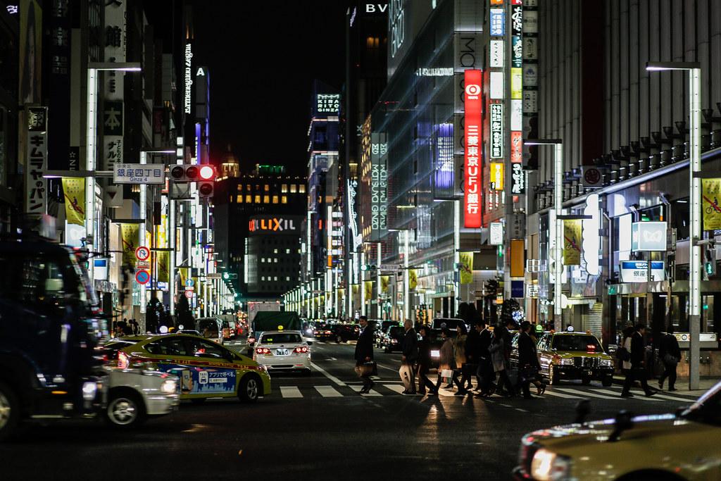 Kyobashi 3 Chome, Tokyo, Chuo-ku, Tokyo Prefecture, Japan, 0.008 sec (1/125), f/2.0, 85 mm, EF85mm f/1.8 USM