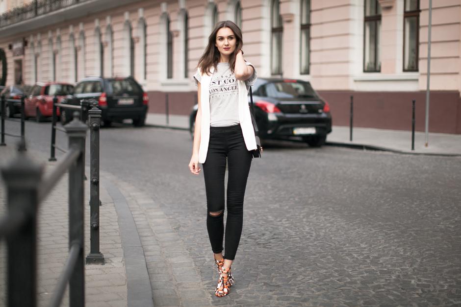minimal-white-vest-gilet-outfits