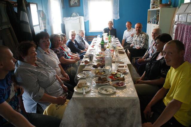 Repas de famille en Biélorussie pour l'anniversaire de Roma, notre doyenne.