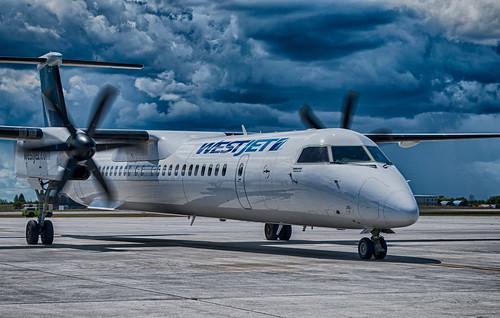 Westjet Encore Bombardier Q400