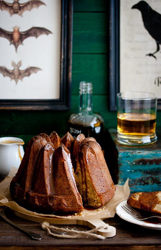 Lomelinos Bananenkuchen mit warmer Whiskysauce