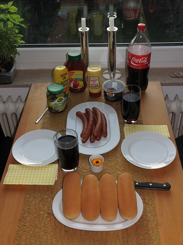 Do-it-yourself Hot Dog (Tisch)