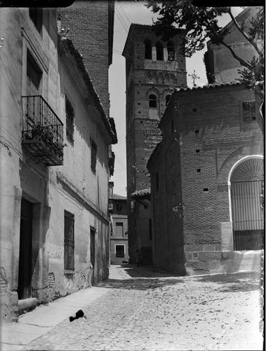 Iglesia de Santo Tomé en Toledo hacia 1920. Fotografía de Enrique Guinea Maquíbar © Archivo Municipal de Vitoria-Gasteiz