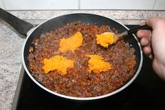 36 - Kürbisfleisch in Pfanne geben / Add pumpkin…