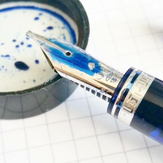 This nib 😍 #omas #ogivacocktail #blueangel #stub #funtainpen #Fpgeeks #nibporn #organicsstudio #julesverne #nautilusblue