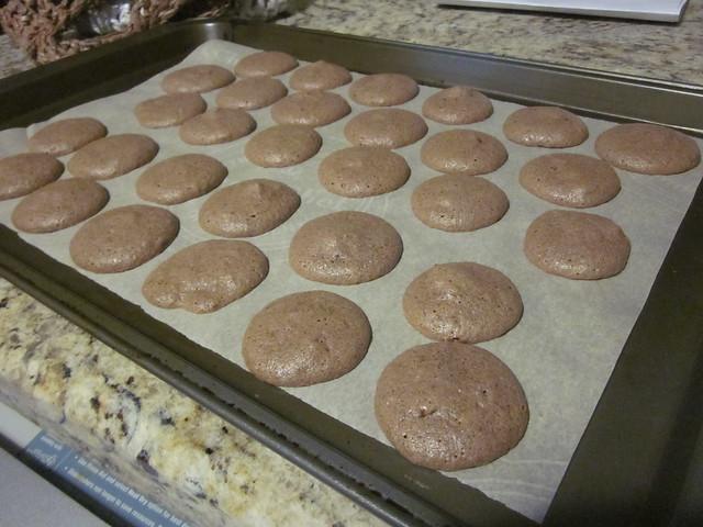 Daring Bakers October: Macarons