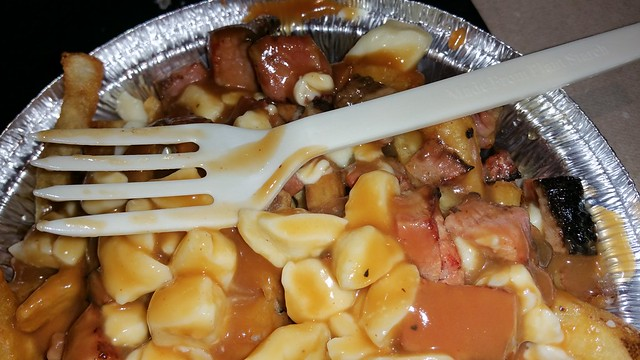 2015-Nov-18 La Belle Patate smoked meat poutine closeup