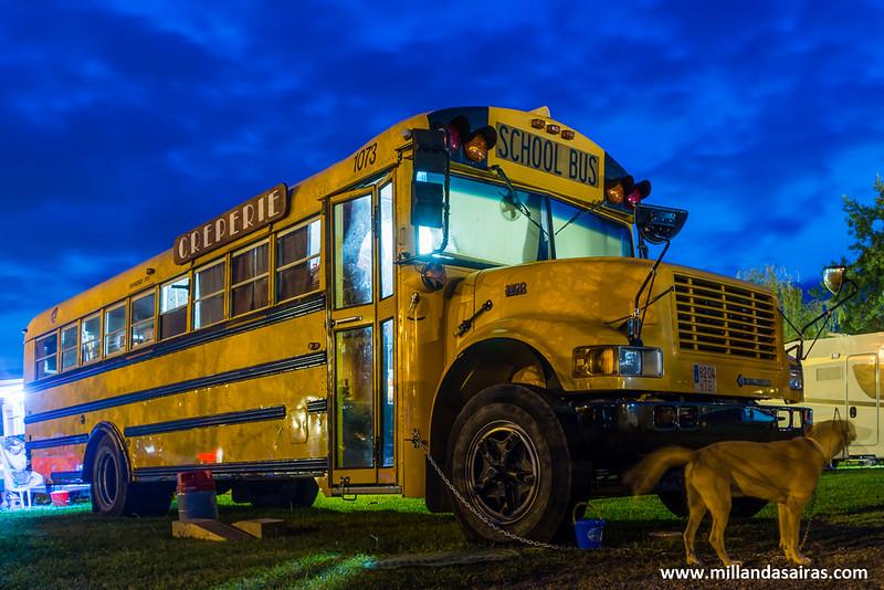 Nuestros vecinos en el camping: la Creperia School Bus