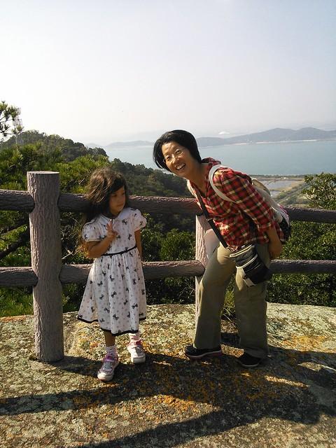 Photo:May and Yasuko on the ridge By timtak
