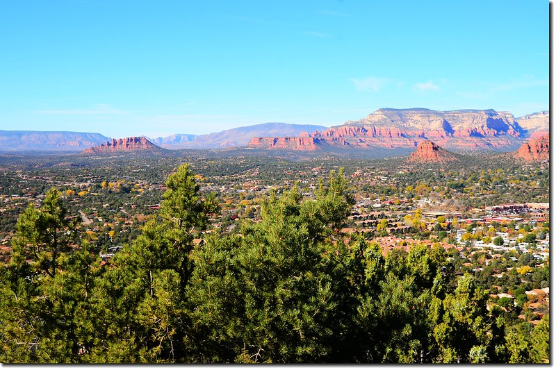 View of Sedona from the Airport Mesa upper scenic overlook 5 (2)