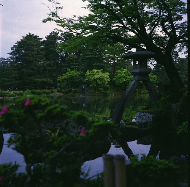 徽軫灯籠(ことじとうろう)- Kotoji Lantern -