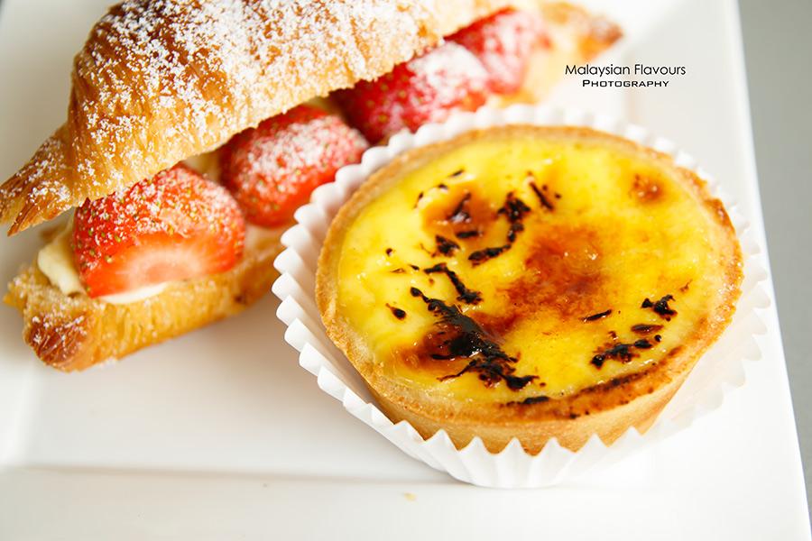 le-bread-days-ss2-pj-molten-egg-yolk-croissant
