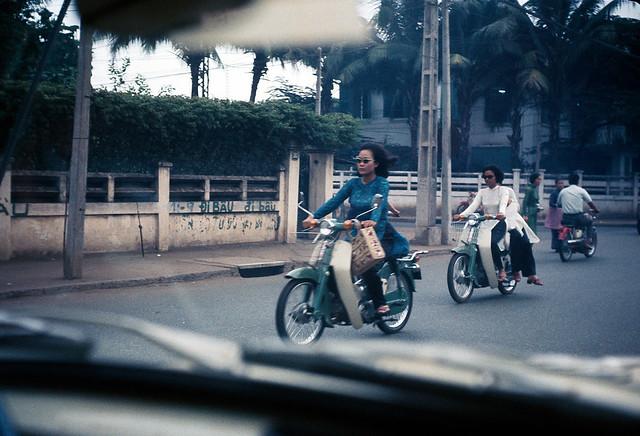Saigon motorbikes Feb 1, 1969 - johnrellis' photostream - Ngã tư Công Lý-Yên Đổ