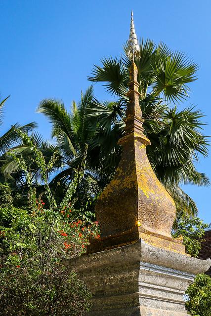 A Stupa in Wat Xieng Thong, Luang Prabang, laos ルアンパバーン、ワット・シェントーンの仏塔
