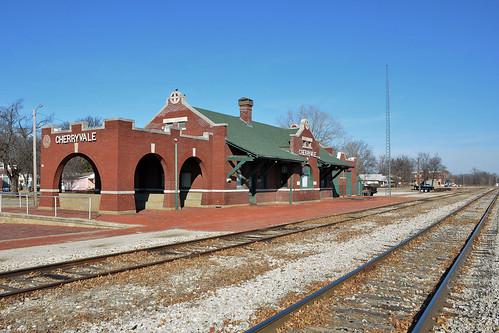 depot station railroad kansas atchisontopekaandsantaferailway cherryvalekansas montgomerycounty southkansasandoklahomarailroad missionstyle 1910