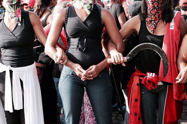 Mulheres sem-terra fazem ação em frente à sede da Vale Fertilizantes, em Cubatão (SP) - Créditos: Julia Dolce