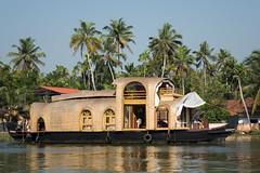 Dostojny houseboat