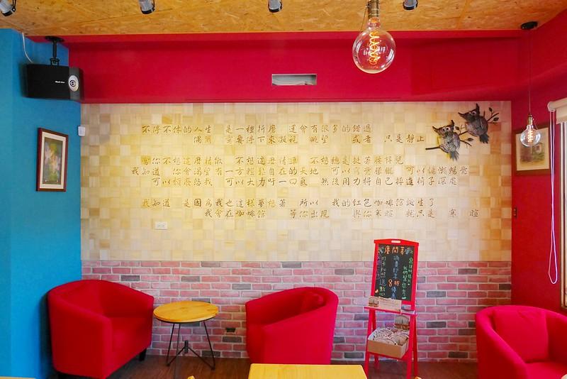 20308832514 c916b93b17 c - 【熱血採訪】紅色咖啡館 寵物友善店│北屯區:想喝專業手沖單品 拿鐵特調享受悠閒午后~豐盛水果鬆餅只要100元