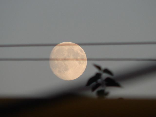 луна ближе всего