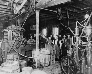 The bottling plant of Pelissier's Brewery / L'usine d'embouteillage de la Brasserie Pelissier