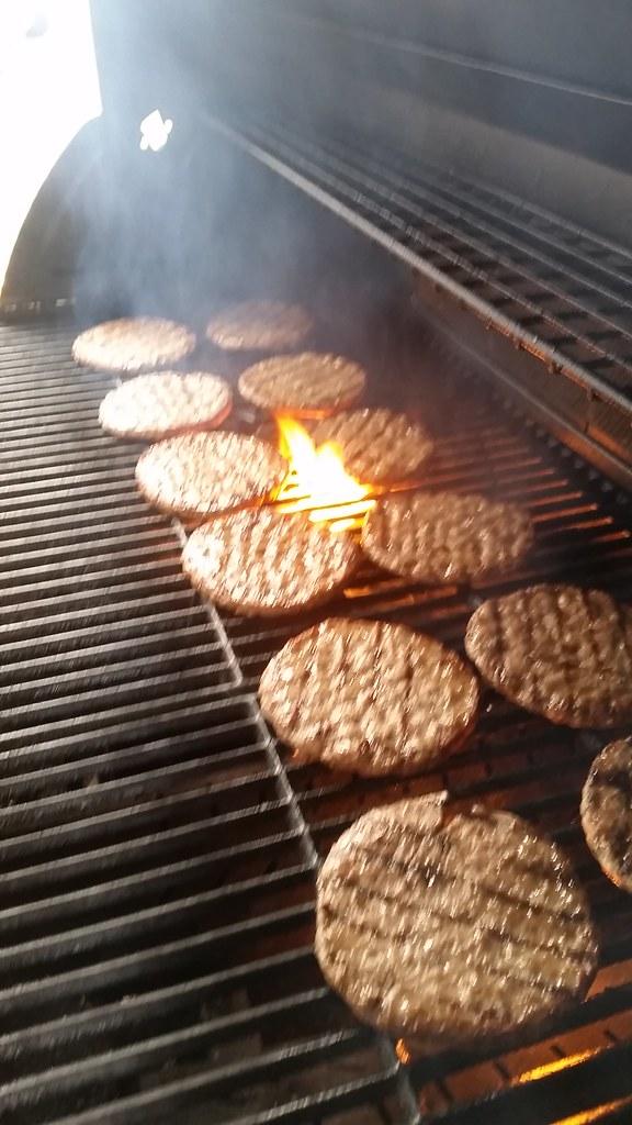 "#hummercatering #tag 2 = noch einmal 1000 #Burger.  #Garant #rheda-wiedenbrück #A2Forum #mobile #bbq #grill #Burger #Event #Kongress #Messe #Business #Catering #service  http://goo.gl/lM2PHl • <a style=""font-size:0.8em;"" href=""http://www.flickr.com/photos/69233503@N08/22453703547/"" target=""_blank"">View on Flickr</a>"