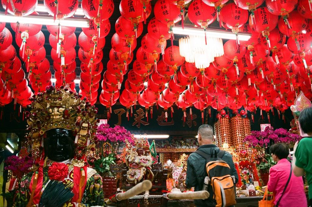 臺灣省城隍廟 台北 #Lanterns 2015/10/24 這卷底片拍出來感覺還不錯!有點愛這飽實的色調!  Nikon FM2 Nikon AI AF Nikkor 35mm F/2D FUJICOLOR PRO 400H 2192-0005 #Lanterns Photo by Toomore